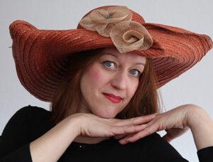 """Die Künstlerin Astrid Haag freut sich auf die Live-Übertagung ihres Progamms """"Trotzdem!"""" aus dem Heylshof Worms.  Foto: Astrid Haag"""